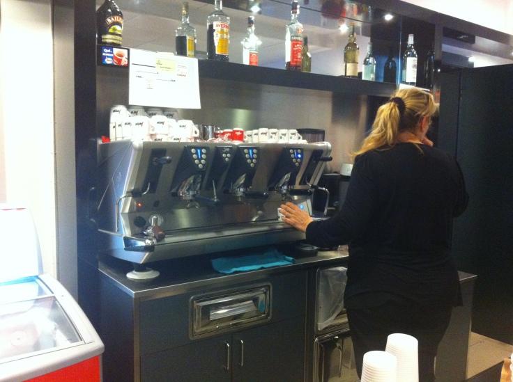 macchina.caffè-piattino
