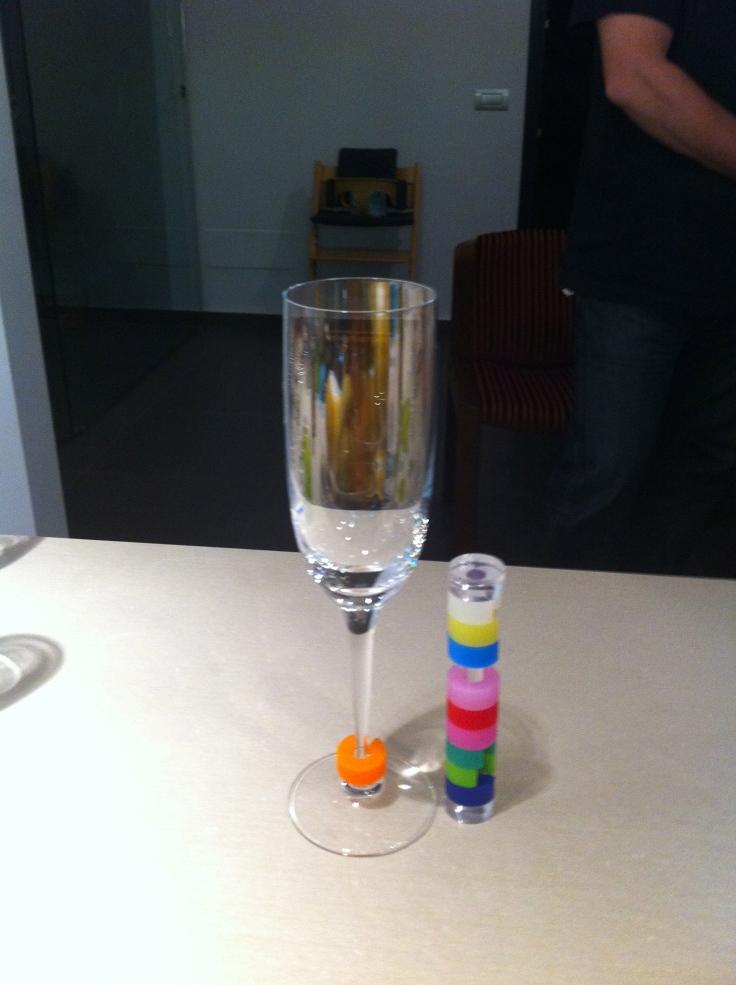 La torretta con segna bicchiere colorato
